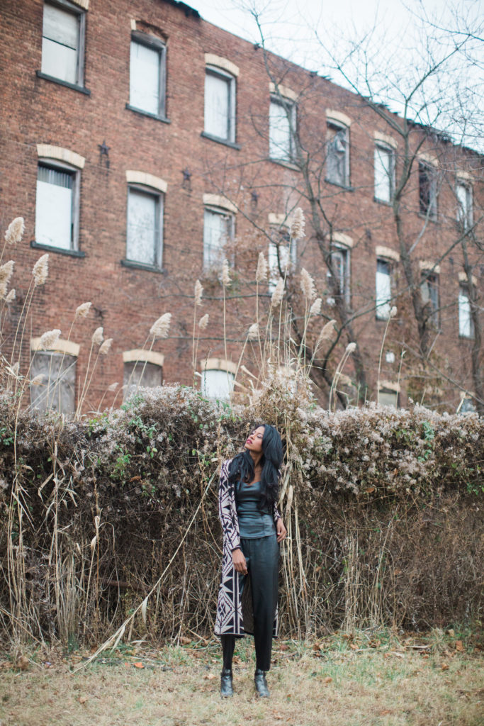blogger,BCBG shoes,Faux leather, Zara, Long cardigan, print, all black, holiday, Angelica Guillen, Stylehopping, Sandra Cristina